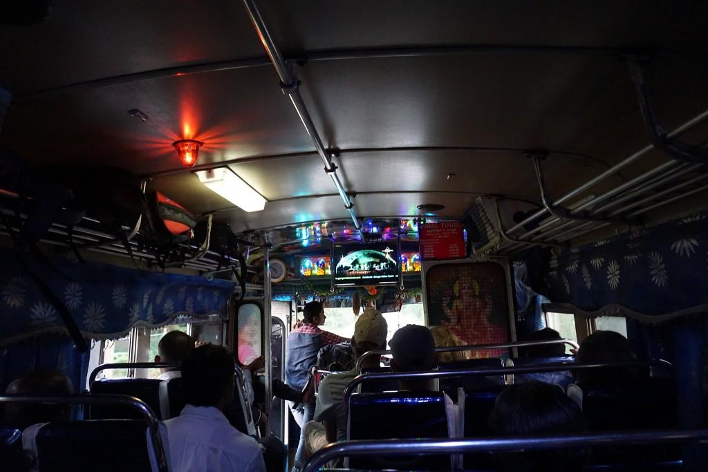Jeder Bus hier hat seine eigene Deko.