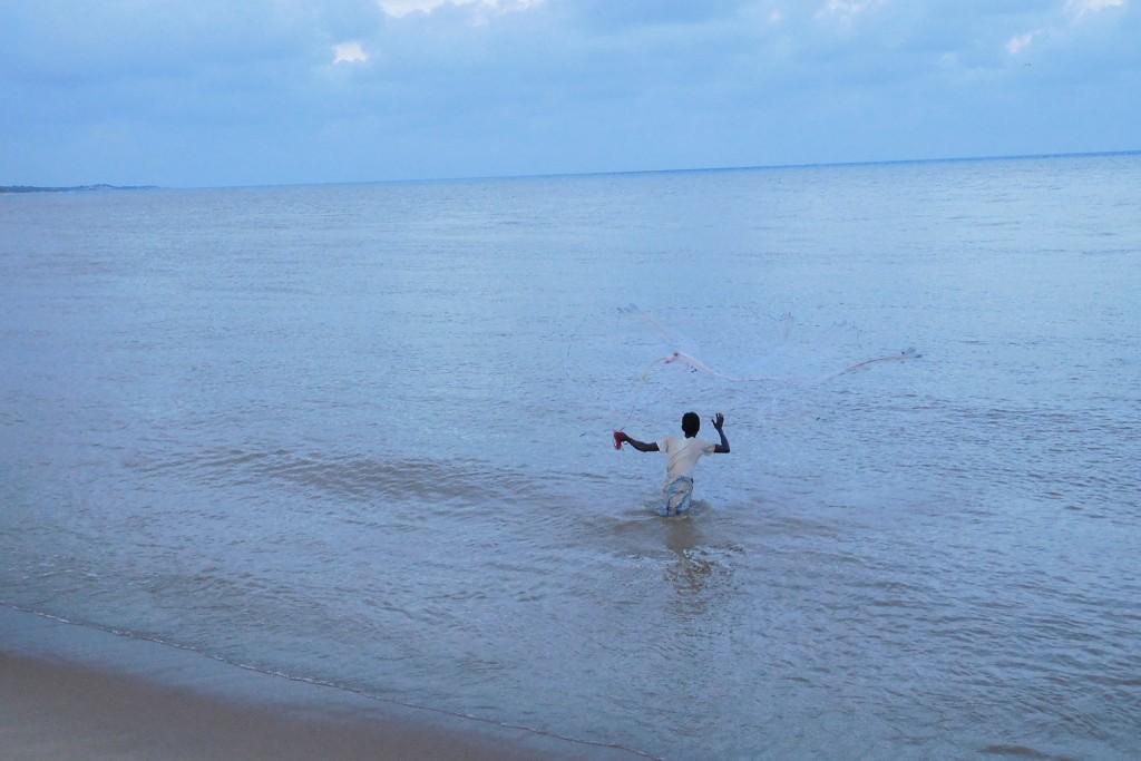 Ein Zwischenstopp um einen Fischer bei der Arbeit zu beobachten