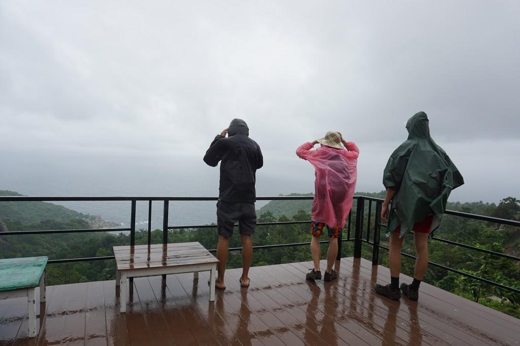 Erster Aussichtspunkt mit Regen und starkem Wind