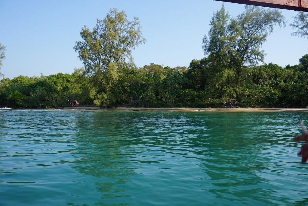 Unser Strand vom Boot aus