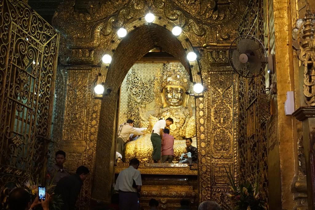 Bis zum goldenen Buddha dürfen nur Männer