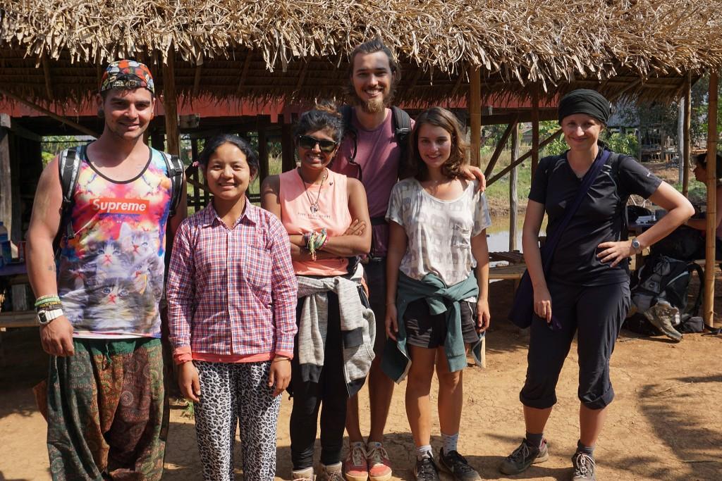 Ein letztes Gruppenfoto mit unserem Guide (v.l.n.r.: Isaac, Shwe U, Kavita, Flo, Lisa, Karolina)